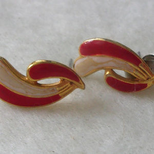 Jewelry - Signed cotume jewelry earrings fuschia swish